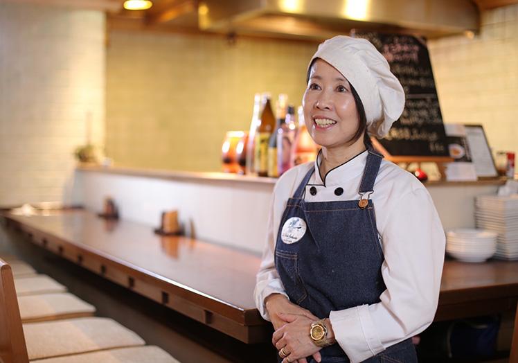 海外で活躍されたプロの先生の多国籍料理教室に参加出来ます。